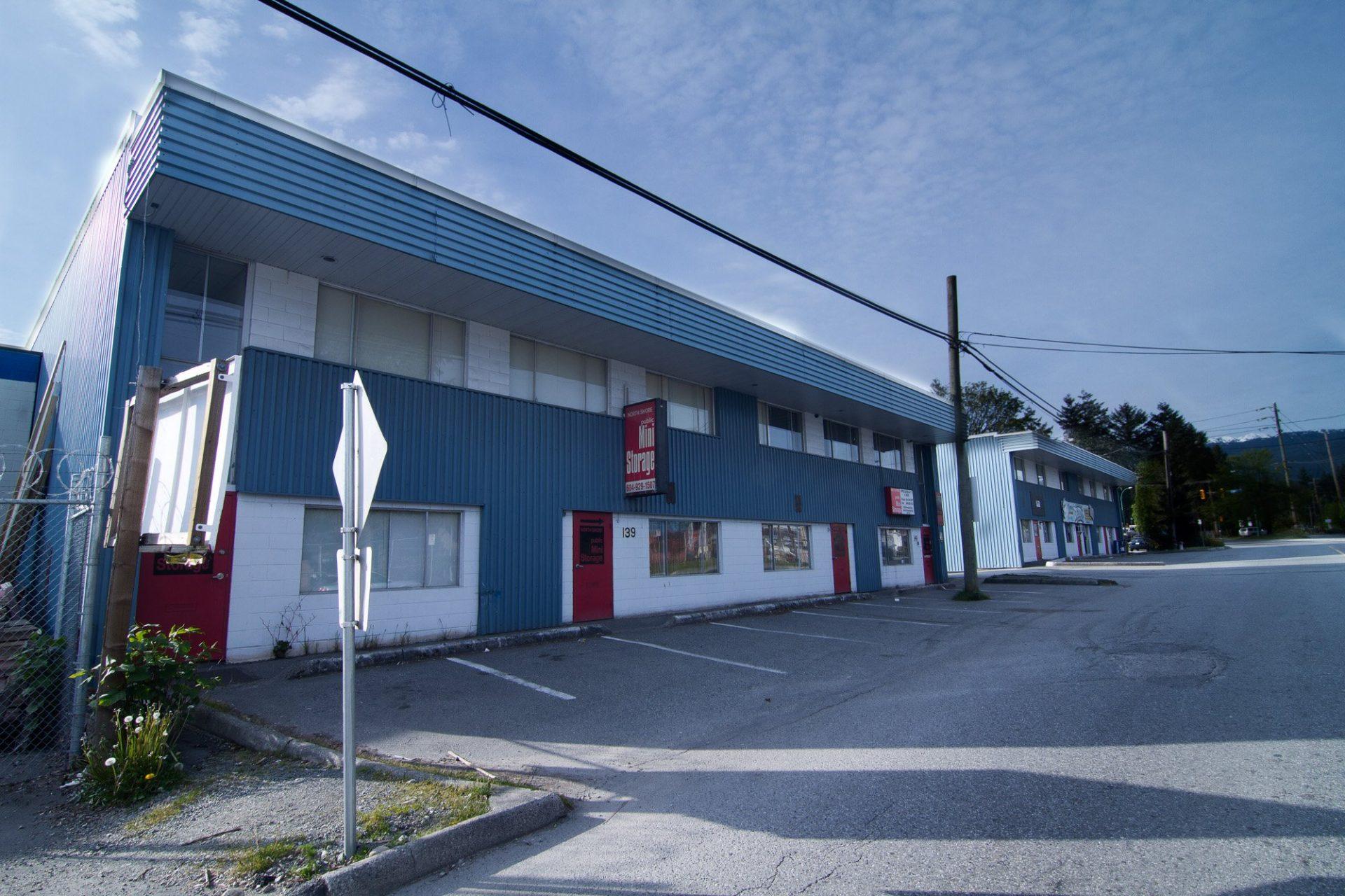 storage north vancouver, north shore mini storage, outside
